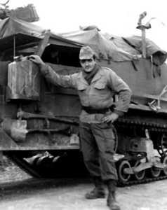 L'half track radio et le servant de la mitrailleuse de 50