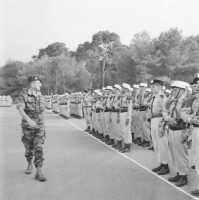 Le Gal MASSU inspecte le 1er REP en 1958