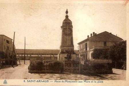 SAINT-ARNAUD - Place du Monument aux Morts