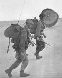 Combats d'Hassi Rhambou le 21 novembre 1957.  Lieutenant LEFEVRE et son radio CHARRIER