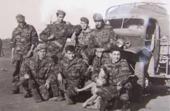 Hommes du commando. Accroupi, au centre, Jacques DALLEMANS