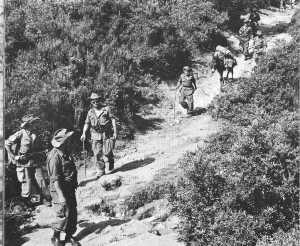Colonel TASSEL en patrouille avec le commando de Chasse de Corneille dans le djebel AZEGZA