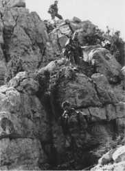 Paras du groupe d'artillerie en crapahut