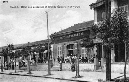 VIALAR  L'Hotel des Voyageurs  et la grande Epicerie REYNOUD