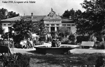 VIALAR - Le Square et la Mairie