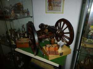 La maquette d'un canon d'Empire (il tire des boulets)