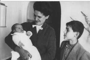 1957 - Carmen BANON son fils Philippe  et son 1er petit fils  Daniel KILIAN