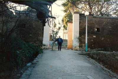 1987 - Jean Louis BAURIN  devant la porte de la Grimpette