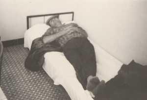 TENES -1964 Retour de chasse La sieste digestive  de Jean-Pierre BERGONZOLI