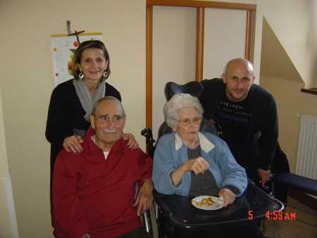 Odile LANGENDORF et Jean-Luc LANGENDORF  (les enfants de Marc)  avec leur grand oncle Georges LANGENDORF et leur Grande tante Blanche LANGENDORF