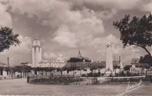 Le Monument aux Morts et l'Eglise