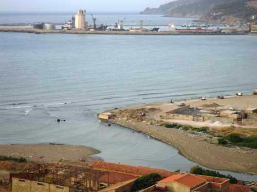 2009 - Embouchure de l'Oued Allalah et une partie du Port vus de la Pointe des Blagueurs