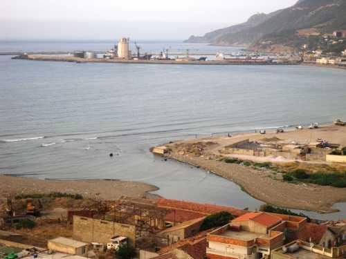 Autre vue du port et de l'embouchure de l'Oued Allalah