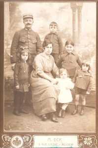 Famille CHAFFORT vers 1927 ---- CHAFFORT Jean-Pierre CHAFFORT Marie et 5 de leurs 6 enfants Pierre Fernand Raymond Paul Lucienne