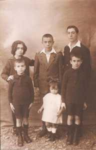 Les 6 enfants CHAFFORT vers 1927 De haut en bas :  Lucienne CHAFFORT Fernand CHAFFORT Pierre CHAFFORT Paul CHAFFORT Jeanne CHAFFORT Raymond CHAFFORT