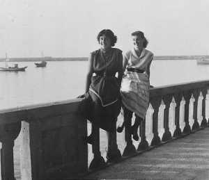 1950 Denise XICLUNA et Annie LASSUS