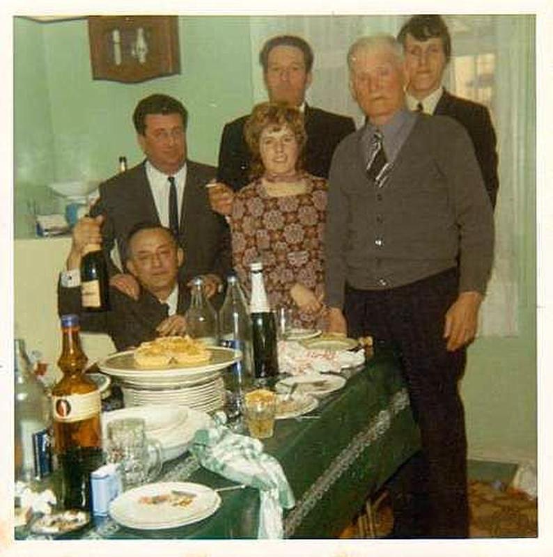 1971 - Jour du mariage  de Jacqueline MARCOT ---- X (au fond) X (au fond) Claude DALIBON Maryse MARCOT Isidore MARCOT Charles MORUCCI  (accroupi)