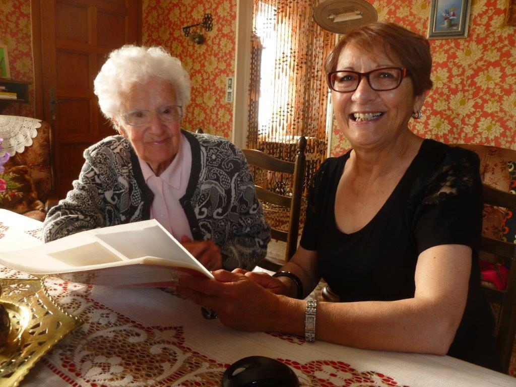 Lucienne DARONT  avec Jocelyne KELLERMANN (familles TUESTA, MARTINEZ, LOFFREDO)