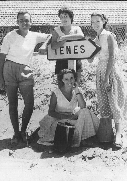 1953 - TENES ---- Claude SEGURA Denise XICLUNA Marguerite LASSUS Annie LASSUS