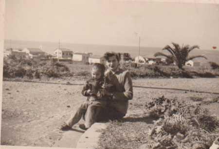 Marie RIGAL avec son enfant  au GUELTA