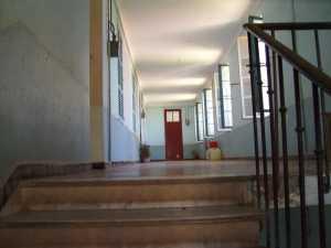 Ecole Maternelle - 2007 le couloir et l'ancien  appartement FERREDJ