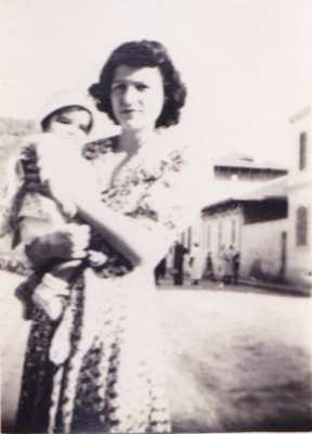 Jocelyne KELLERMANN dans les bras  de Marie-Rose KELLERMANN