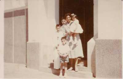 1961 - la sortie de l'Eglise de TENES Communion de Bernard LAMBERT