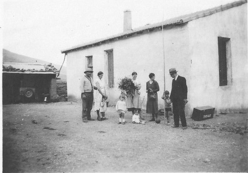 LE GUELTA en 1930 La Ferme BANON --- La famille CAUMARTIN en visite