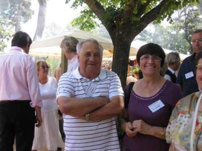 Sylviane BANSARD accueillant la famille SERMESANT (de dos)  Jacky TORREGROSSA, Marcelle et Georgette ROSTOLL et leur neveu Francis ALBENTOSA (fils de Jean-Pierre et Yvette)
