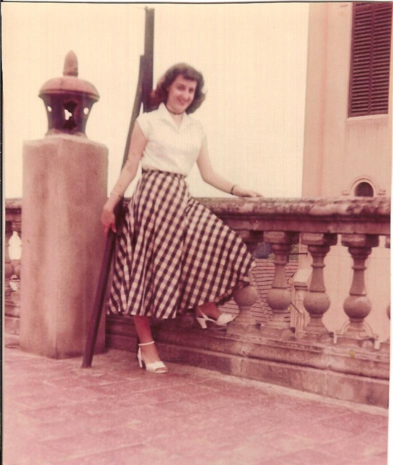 1954 Annie LASSUS chez Paulette LLINARES