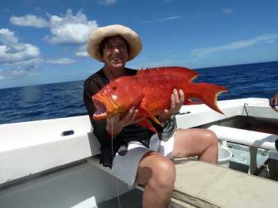 Angela WERY et une Vieille Rouge (poisson croissant) de 7 kgs