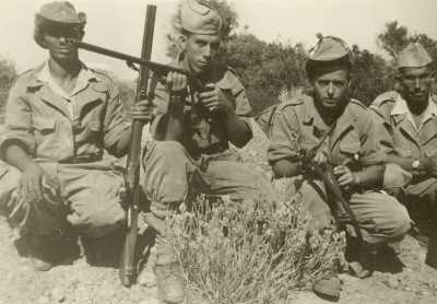 Commando du Vieux TENES  Les Harkis de la Famille MIRAOUI ---- Commando du Vieux TENES Les Harkis de la Famille MIRAOUI ---- Ali MIRAOUI avec le fusil