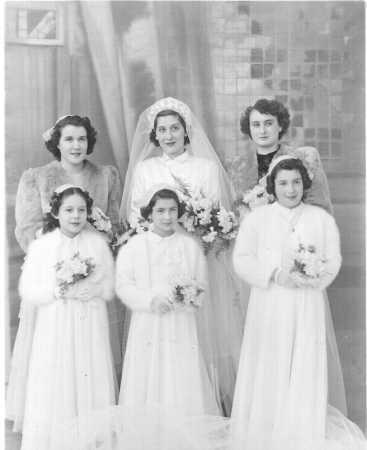 MILIANA - 1952 ---- Mariage de Lucienne MANZANARES avec au 1er rang  Christiane CAMILLERI Jacqueline et Michelle SOLARI filles d'Odette CAMILLERI