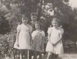 NERAC en 1956 vacances en France Maryse et Jacqueline MARCOT