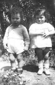 TENES - 1947 Alain MAYLIE et son voisin Nordine