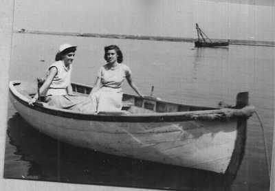 1950 - TENES Annie LASSUS et Paulette LLINARES