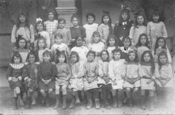 1917 L'Ecole des Soeurs de St Vincent de Paul ----