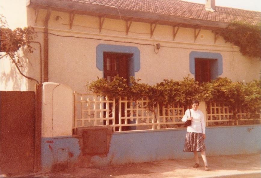 1984 - Rue Cavaignac  Maison d'Alexis ROS devant : Francine XICLUNA