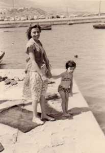 RUSO Lucienne Epouse DIERAS et sa fille  Marie-Paule au port de TENES
