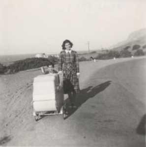 1951 - Colette Sala et ses filles route du Port