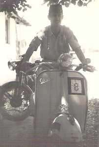 Guy PONS avec la Vespa de  JEANNET