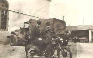 Jack PEPIN et Guy PONS sur la moto