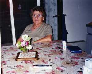 Mai 1999 Arlette SUIRE chez elle
