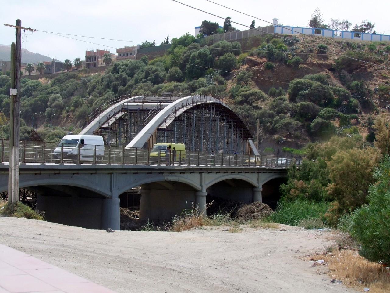 la construction du nouveau pont sur l'Oued Allalah ---- Photos de  Abdelmadjid Deramchia