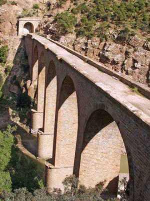 Les Gorges entre TENES et MONTENOTTE L'ancien pont du Chemin de fer