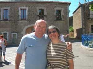 Evelyne MICHELET  petite-fille de Gaston FOURNIELES et son mari GUY ---- La Rochelle