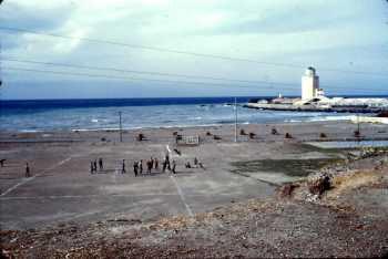 TENES Le terrain de foot au bord de la plage