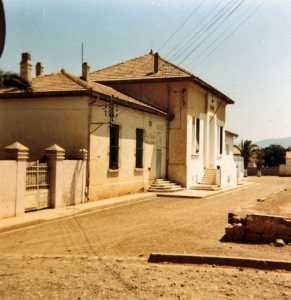 Le Guelta en juillet 1983 La Poste - La Mairie- L'Ecole