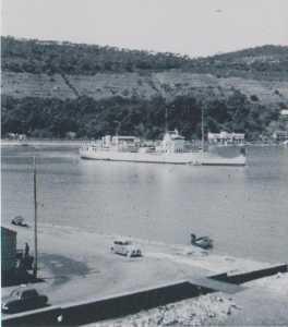 un Patrouilleur  dans le port TENES en 1958