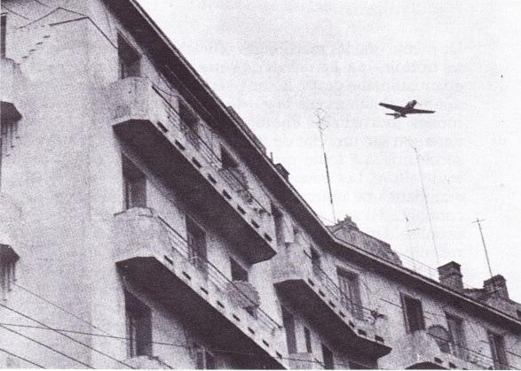 ALGER - 26 Mars 1962  l'aviation suvolant ALGER